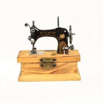 Vintage Διακοσμητικό Ραπτομηχανή με κουτάκι 9.5 cm