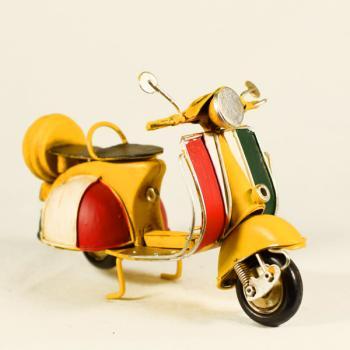 Vintage Διακοσμητικό μεταλλική μινιατούρα - Βέσπα Κίτρινη Ιταλική 17.5cm