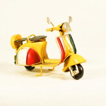 Vintage Διακοσμητικό μεταλλική μινιατούρα - Βέσπα Κίτρινη Ιταλική 11,5cm